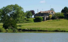 Country house with lake for sale in France