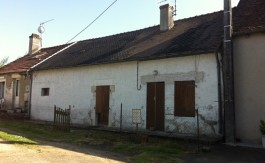 Cottage and barn for sale in France