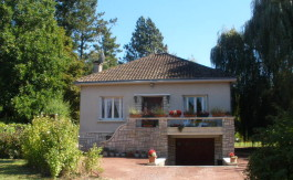 Townhouse for sale in Montmorillon, France