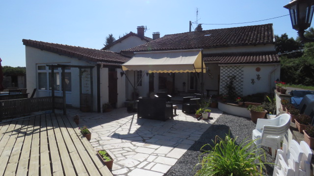 House for sale near Montmorillon France Reference : 50713
