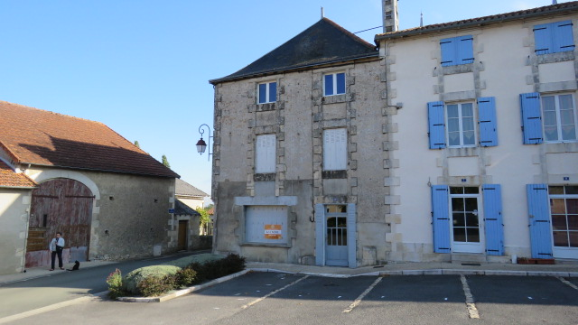 House for sale near Montmorillon France Reference : 50914