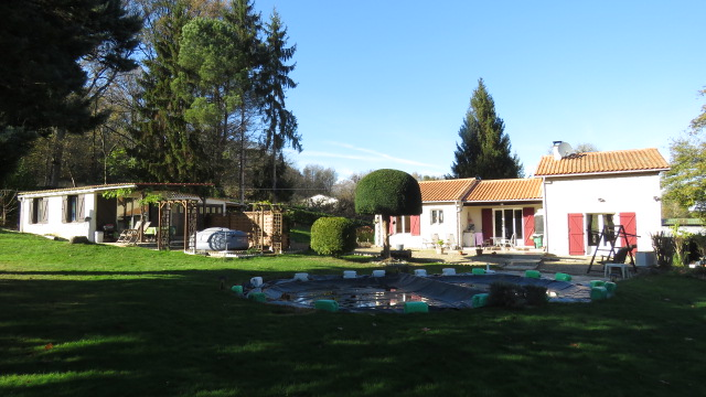 House for sale near Montmorillon France Reference : 51105