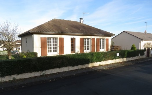 Bungalow for sale in Montmorillon