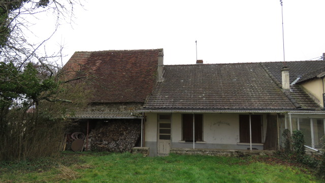 Cottage and barn for sale near Montmorillon France Reference : 60103