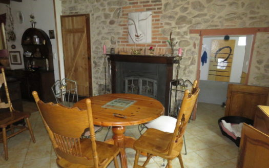 Cottage with land for sale near Monmtorillon France Reference : 60505