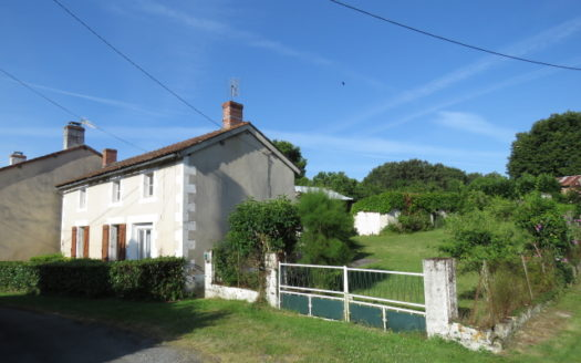 House for sale near Montmorillon France Reference : 60701
