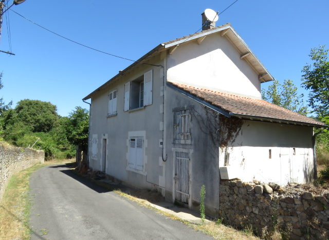 House for sale in Montmorillon France Reference : 60804