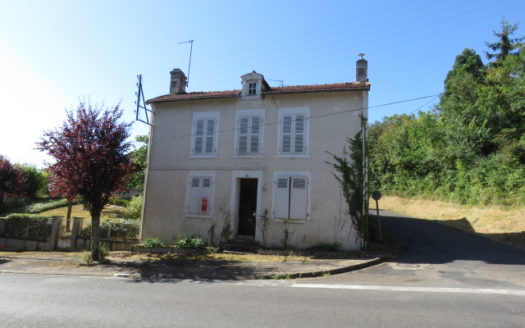 House for sale in St Savin France Reference : 60806