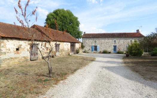House for sale near Montmorillon France Reference : 60905