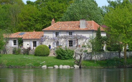 Riverside House for sale near Montmorillon France Reference : 60903