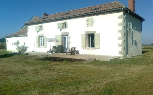 Farmhouse for sale near Montmorillon France Reference : 30404