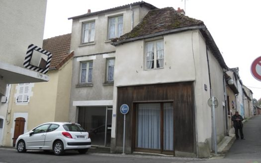House for sale near Montmorillon France Reference : 61102
