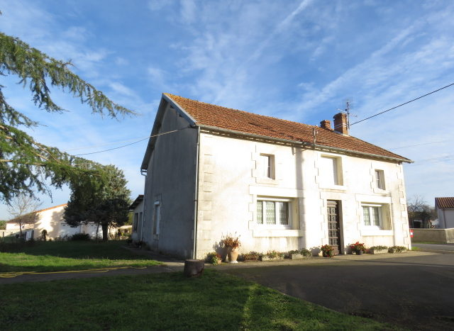 House for sale near Montmorillon France Reference : 61203