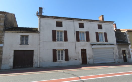 House for sale near Montmorillon France Reference : 61201