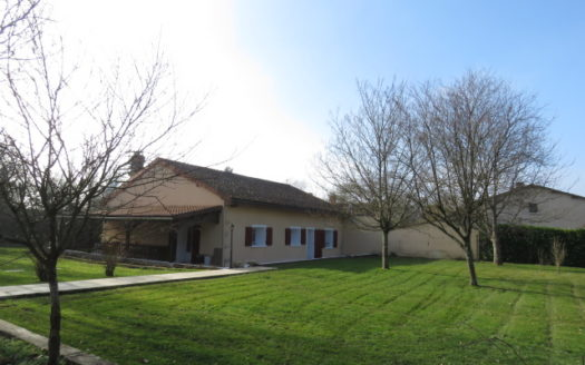 House for sale near Montmorillon France Reference : 70204