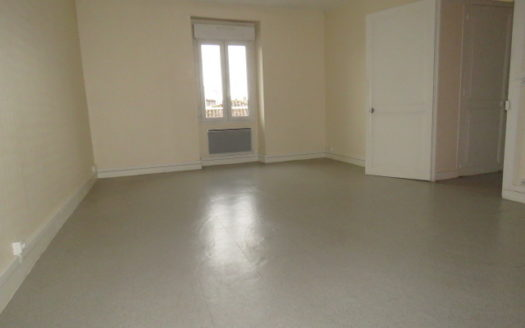 Apartment for rent in Montmorillon France Reference : 3RCBtop