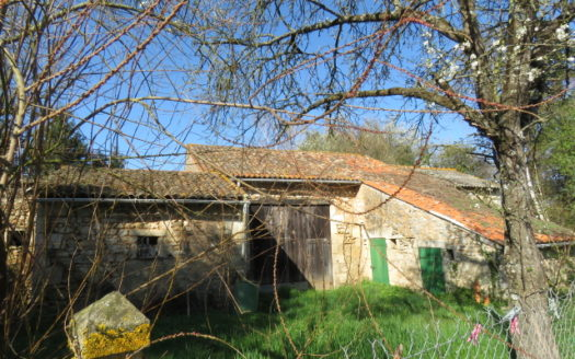 Barns for sale near Montmorillon France Reference : 70206