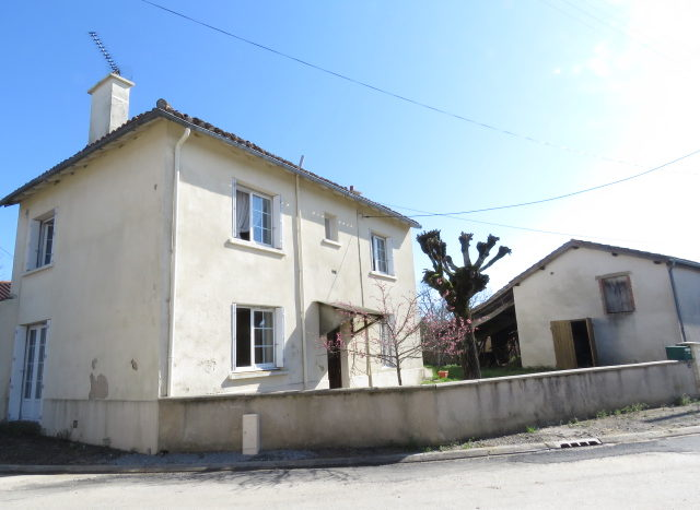 House for sale near Montmorillon France Reference : 70306