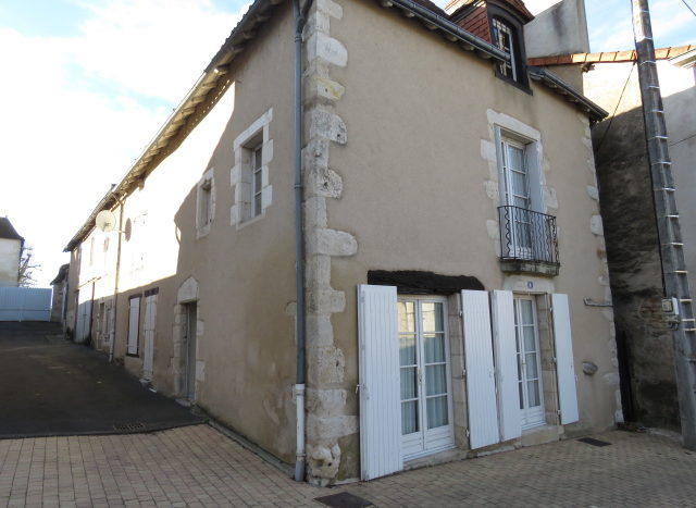 House for sale in Montmorillon France Reference : 70303