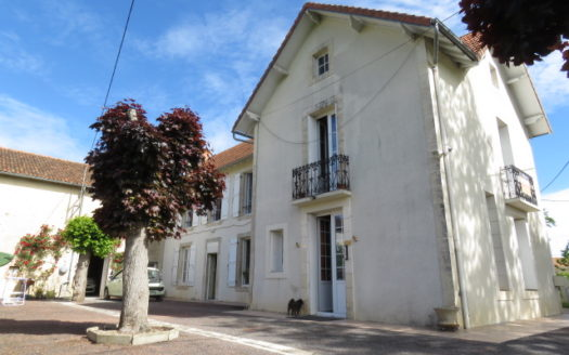 House for sale near Montmorillon France Reference : 70504