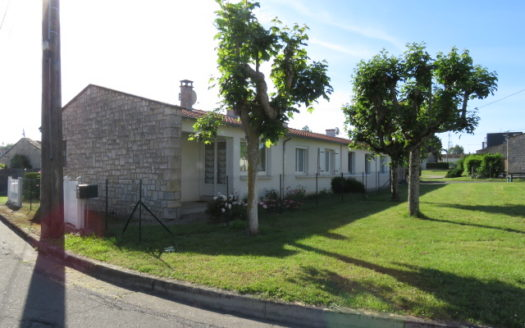 Bungalow for sale in Montmorillon France Reference : 70507