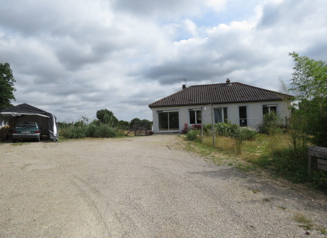 Bungalow for sale in Montmorillon France Reference : 70606