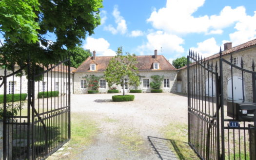 Manor house for sale near Montmorillon France Reference : 70511