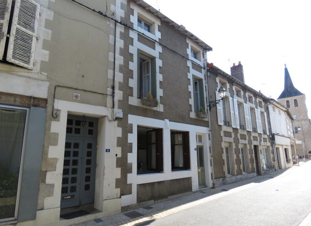 House for sale near Montmorillon France Reference : 70602