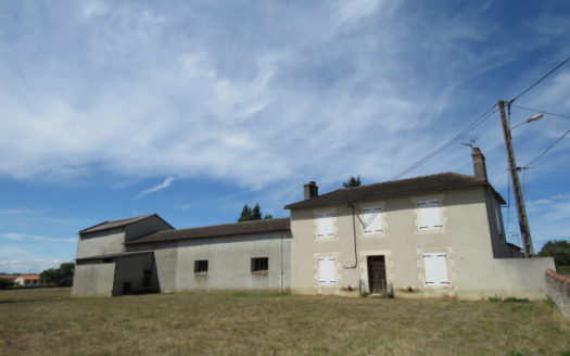 House and Building plots for sale in Montmorillon Reference : 70307