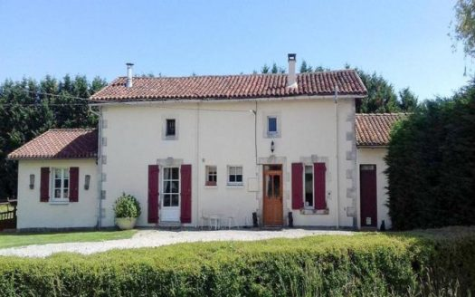 House for sale near Confolens France Reference : 70801