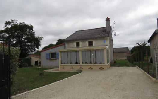House for sale near Montmorillon France Reference : 70804