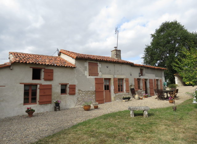 House for sale near Montmorillon France Reference : 70903