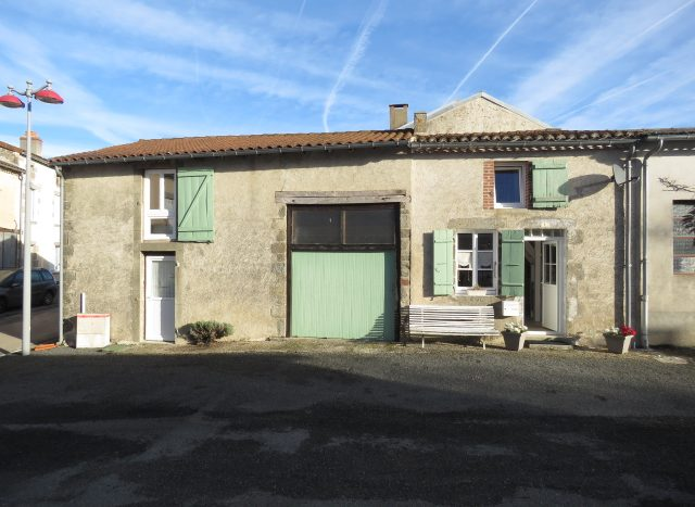 Village House for sale near Montmorillon France Reference : 71009