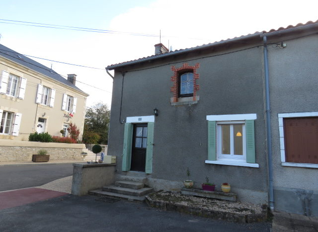 Village House for sale near Montmorillon France Reference : 71008