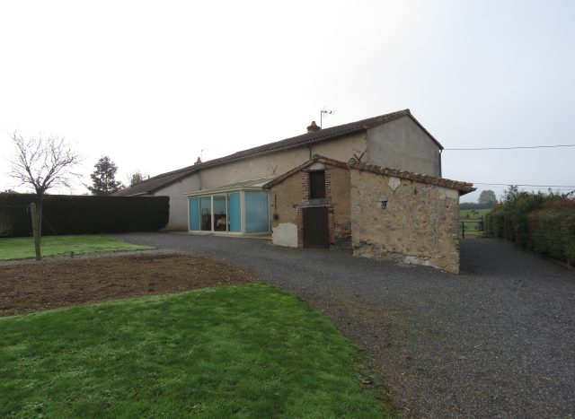 Country house for sale near Montmorillon France Reference : 71104