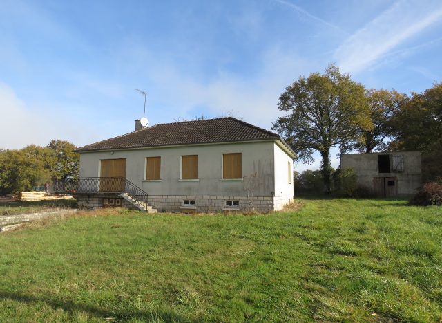 Village House for sale near Montmorillon France Reference : 71105