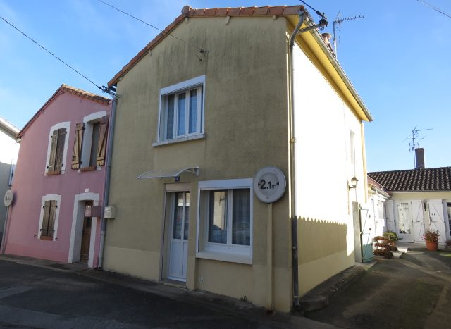 Townhouse for sale in Montmorillon France Reference : 71106