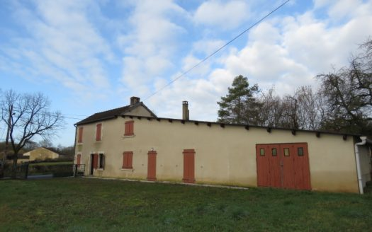 Farmhouse for sale near Montmorillon France Reference : 80201