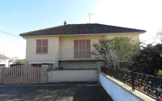 Townhouse for sale in Montmorillon France Reference : 80205