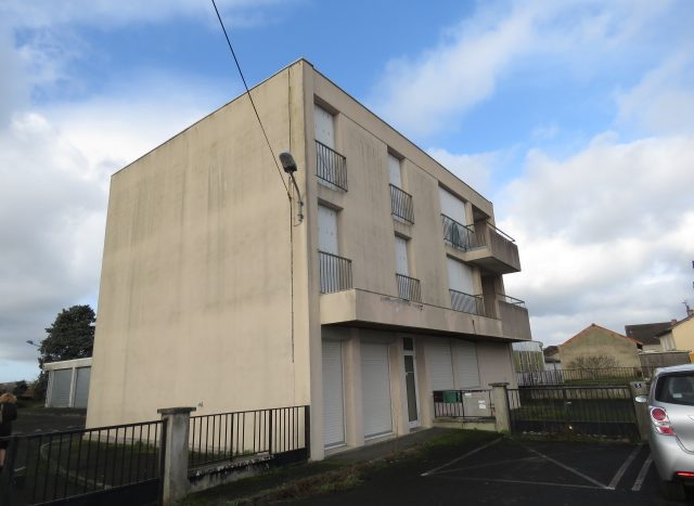 Office block for investment in Montmorillon France Reference : 80202