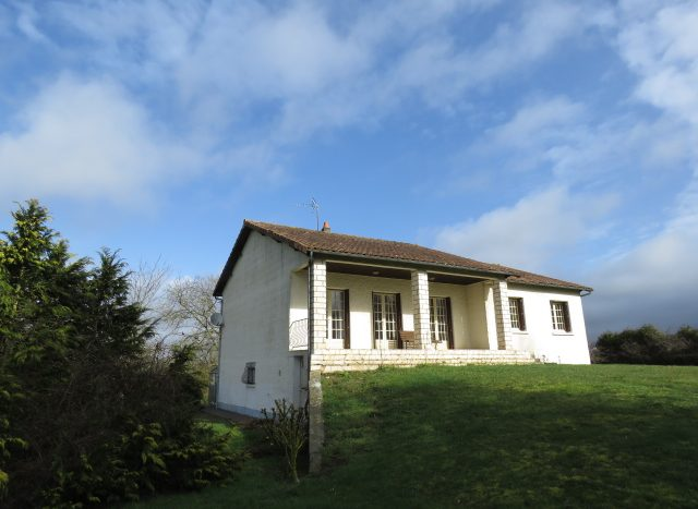 Country house for sale near Montmorillon France Reference : 80301