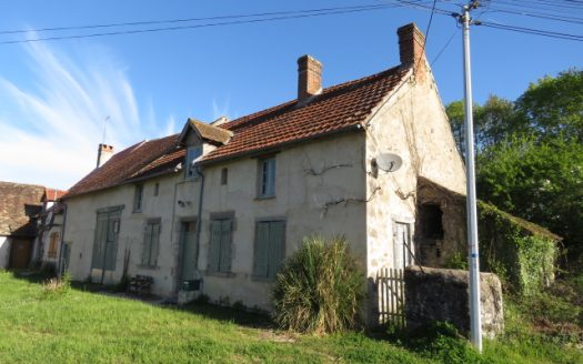 Farmhouse and barn for sale in France Reference : 80407