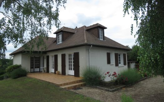 Modern house for sale in Montmorillon France Reference : 80604
