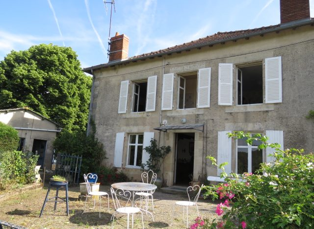 Character house for sale near Montmorillon France Reference : 80601