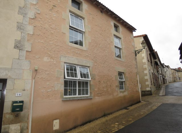 Townhouse for sale near Poitiers France Reference : 80508