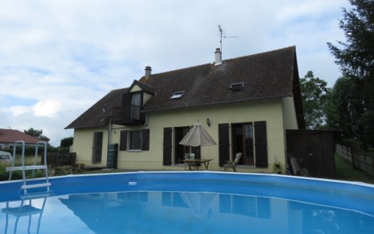 Townhouse for sale near Montmorillon France Reference : 80704