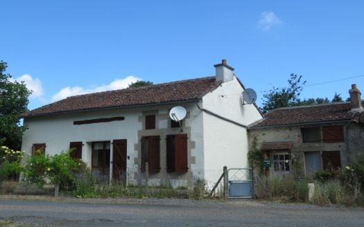 Farmhouse for sale near Montmorillon France Reference : 80702