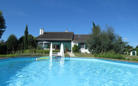 Quality bungalow for sale in Montmorillon France Reference : 80810