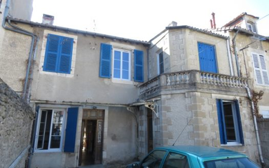 Character townhouse for sale in Montmorillon France Reference : 80904