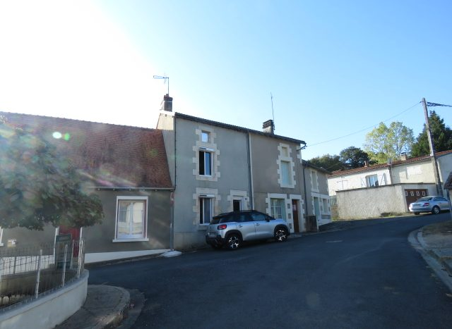 Village house for sale near Montmorillon France Reference : 80909